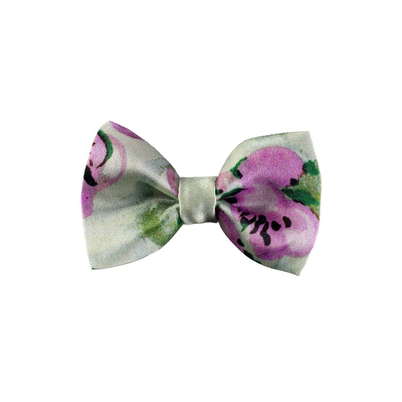 Mario Capra lilac flowers Bow