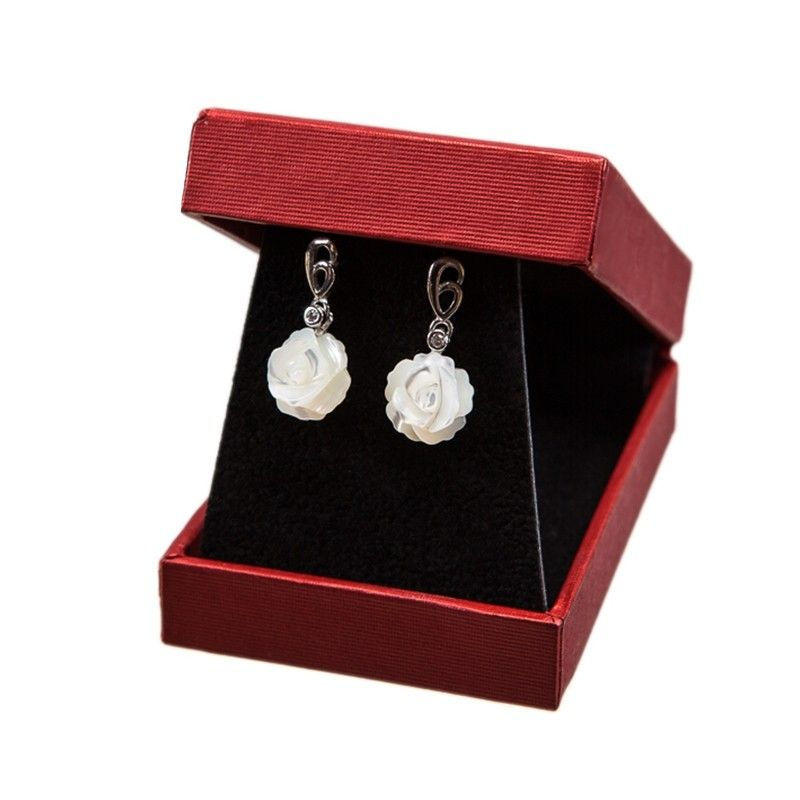 Silver earrings with pearl white flower