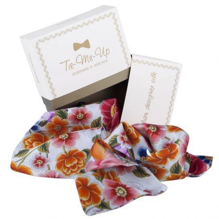Eşarfă din mătase albă cu flori