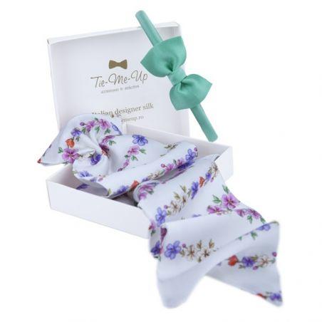 Eşarfă cu volan alb cu flori