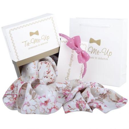 Eşarfă Ungaro bej cu flori şi headband cu fundiţă Valentino roz