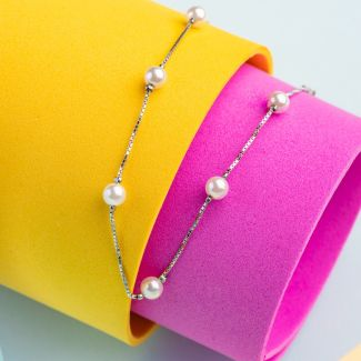 Delicate silver and pearls bracelet