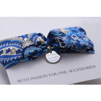 Gift: Wool Scarf Mila Schon navy and Silk bracelet Alhambra Navy